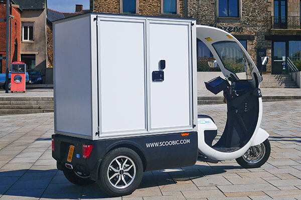 D-BOX adapted to the SCOOBIC scooter for city centre delivery